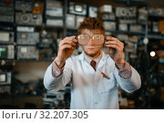 Купить «Strange scientist looks through the glasses in lab», фото № 32207305, снято 17 июня 2019 г. (c) Tryapitsyn Sergiy / Фотобанк Лори