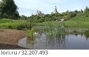Купить «Солнечный июльский день на реке Тверца. Торжок, Россия», видеоролик № 32207493, снято 13 июля 2019 г. (c) Виктор Карасев / Фотобанк Лори