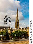 Bordeaux river bridge with St Michel cathedral. France (2019 год). Стоковое фото, фотограф Яков Филимонов / Фотобанк Лори