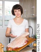 Купить «Woman with pork ham on wooden board», фото № 32210741, снято 22 ноября 2018 г. (c) Яков Филимонов / Фотобанк Лори
