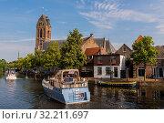 Oudewater, The Netherlands - July 22, 2014: Two motorboats on the Hollandse IJssel in Oudewater. Стоковое фото, фотограф Zoonar.com/Daan Kloeg / age Fotostock / Фотобанк Лори