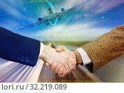 Купить «Businesspeople shaking hands», фото № 32219089, снято 19 июля 2012 г. (c) Яков Филимонов / Фотобанк Лори