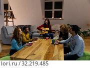 Millennial adult friends socialising together at home . Стоковое фото, агентство Wavebreak Media / Фотобанк Лори