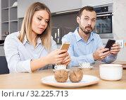 Купить «Couple with phones», фото № 32225713, снято 24 мая 2018 г. (c) Яков Филимонов / Фотобанк Лори