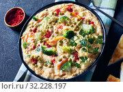 Купить «broccoli cheese soup in a black bowl», фото № 32228197, снято 19 апреля 2019 г. (c) Oksana Zh / Фотобанк Лори