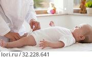 Купить «female pediatrician doctor with baby at clinic», видеоролик № 32228641, снято 20 сентября 2019 г. (c) Syda Productions / Фотобанк Лори