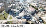 Купить «Top view of the chemical plant and the surrounding area», видеоролик № 32230081, снято 5 марта 2019 г. (c) Яков Филимонов / Фотобанк Лори