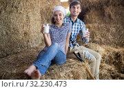 couple of farmers drinking milk in hayloft on farm. Стоковое фото, фотограф Татьяна Яцевич / Фотобанк Лори