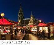 Купить «Рождественский базар около Кёльнского собора в сумерках, Германия», фото № 32231129, снято 10 декабря 2018 г. (c) Михаил Марковский / Фотобанк Лори