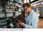 Купить «Strange engineer with book, test in laboratory», фото № 32231529, снято 17 июня 2019 г. (c) Tryapitsyn Sergiy / Фотобанк Лори