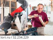 Купить «Master measures the wooden workpiece before machining», фото № 32234229, снято 21 октября 2019 г. (c) Яков Филимонов / Фотобанк Лори