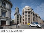 Купить «Москва дом №21 на Ильинке», эксклюзивное фото № 32235017, снято 22 июня 2019 г. (c) Дмитрий Неумоин / Фотобанк Лори