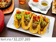 Купить «Tacos with beef», фото № 32237265, снято 11 июля 2020 г. (c) Яков Филимонов / Фотобанк Лори