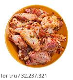 Fresh raw chicken meat marinated before frying shish kebab. Стоковое фото, фотограф Яков Филимонов / Фотобанк Лори