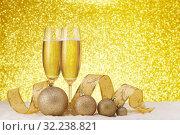 Купить «Champagne and Christmas ornaments», фото № 32238821, снято 18 ноября 2018 г. (c) Мельников Дмитрий / Фотобанк Лори