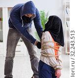 Купить «Armed man assaulting young woman at home», фото № 32243513, снято 15 декабря 2017 г. (c) Elnur / Фотобанк Лори