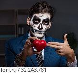 Купить «The businessman with scary face mask working late in office», фото № 32243781, снято 9 ноября 2017 г. (c) Elnur / Фотобанк Лори