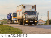 Купить «Russia, Samara, June 2016:Heavy truck on the road», фото № 32246413, снято 24 августа 2016 г. (c) Акиньшин Владимир / Фотобанк Лори