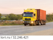 Купить «Russia, Samara, June 2016:Heavy truck on the road», фото № 32246421, снято 24 августа 2016 г. (c) Акиньшин Владимир / Фотобанк Лори