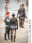 Купить «Russia, Sol-Iletsk, August 2016: people covered with mud on the lake, in the resort. Summer sunny day.», фото № 32246513, снято 10 августа 2016 г. (c) Акиньшин Владимир / Фотобанк Лори