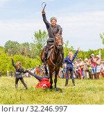 Купить «Russia, Samara, July 2016: Cossack performs tricks on a galloping horse», фото № 32246997, снято 18 июня 2016 г. (c) Акиньшин Владимир / Фотобанк Лори