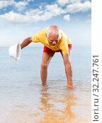 Купить «Joyful elderly man touches the water temperature», фото № 32247761, снято 16 июня 2018 г. (c) Яков Филимонов / Фотобанк Лори