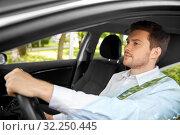 Купить «man or driver driving car in summer», фото № 32250445, снято 25 августа 2019 г. (c) Syda Productions / Фотобанк Лори