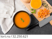 Купить «close up of vegetable pumpkin cream soup in bowl», фото № 32250621, снято 5 апреля 2018 г. (c) Syda Productions / Фотобанк Лори
