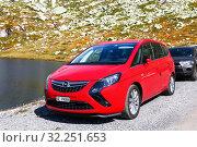 Купить «Opel Zafira Tourer», фото № 32251653, снято 14 сентября 2019 г. (c) Art Konovalov / Фотобанк Лори