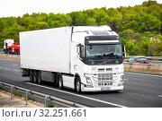 Купить «Volvo FH», фото № 32251661, снято 10 сентября 2019 г. (c) Art Konovalov / Фотобанк Лори