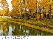 Купить «Городской парк», фото № 32253017, снято 3 октября 2019 г. (c) Кристина Викулова / Фотобанк Лори