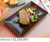 Купить «Delicious pie prepared with leek and served with salad», фото № 32254997, снято 15 июля 2019 г. (c) Яков Филимонов / Фотобанк Лори