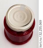 Купить «Closed glass jar of raspberry jam», фото № 32255069, снято 15 октября 2019 г. (c) Яков Филимонов / Фотобанк Лори