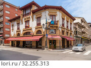 Купить «Cangas de Onis, Spain. The building on the corner of avenues Covadonga and D. Constantino Glez Y Gonzalez», фото № 32255313, снято 19 июня 2017 г. (c) Rokhin Valery / Фотобанк Лори