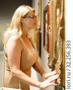 Купить «Woman trying to see picture through glasses», фото № 32256393, снято 22 сентября 2018 г. (c) Яков Филимонов / Фотобанк Лори
