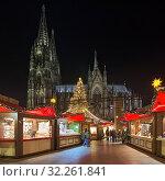 Купить «Рождественский базар около Кёльнского собора в сумерках, Германия», фото № 32261841, снято 10 декабря 2018 г. (c) Михаил Марковский / Фотобанк Лори