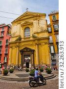 Basilica dello Spirito Santo church, piazza Sette Settembre square, Naples city, Campania, Italy, Europe. (2018 год). Редакционное фото, фотограф Jose Peral / age Fotostock / Фотобанк Лори