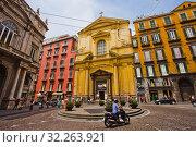 Basilica dello Spirito Santo church, at left Palazzo Doria d'Angri, piazza Sette Settembre square, Naples city, Campania, Italy, Europe. (2018 год). Редакционное фото, фотограф Jose Peral / age Fotostock / Фотобанк Лори