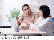 Купить «Young male employee explaining to old female colleague how to us», фото № 32266953, снято 12 апреля 2019 г. (c) Elnur / Фотобанк Лори