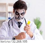 Купить «Scary monster doctor working in lab», фото № 32268105, снято 9 ноября 2017 г. (c) Elnur / Фотобанк Лори