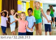 Boys and girls training movements of slow foxtrot. Стоковое фото, фотограф Яков Филимонов / Фотобанк Лори
