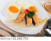 Купить «Fried salmon with scrambled eggs and asparagus», фото № 32268753, снято 22 октября 2019 г. (c) Яков Филимонов / Фотобанк Лори