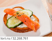 Купить «Toasted bread with creamy sauce, salmon and cucumber», фото № 32268761, снято 20 ноября 2019 г. (c) Яков Филимонов / Фотобанк Лори