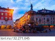 Купить «Evening view of square Piazza Duomo in Trento city with Fountain», фото № 32271045, снято 1 сентября 2019 г. (c) Яков Филимонов / Фотобанк Лори