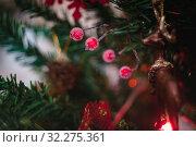 Купить «snowy red winter berries on a Christmas decorated tree in blur, bokeh. Close-up.», фото № 32275361, снято 17 января 2019 г. (c) Tetiana Chugunova / Фотобанк Лори