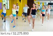 Купить «Young group of dancers are dancing aerobics», фото № 32275893, снято 21 июня 2017 г. (c) Яков Филимонов / Фотобанк Лори