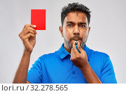 indian referee whistling and showing red card. Стоковое фото, фотограф Syda Productions / Фотобанк Лори