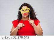 Купить «funny woman with star shaped glasses and red lips», фото № 32278645, снято 15 сентября 2019 г. (c) Syda Productions / Фотобанк Лори