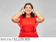 Купить «happy woman in headphones listening to music», фото № 32278905, снято 15 сентября 2019 г. (c) Syda Productions / Фотобанк Лори