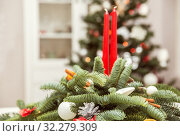 Christmas decorations with candles. Стоковое фото, фотограф Юлия Бабкина / Фотобанк Лори